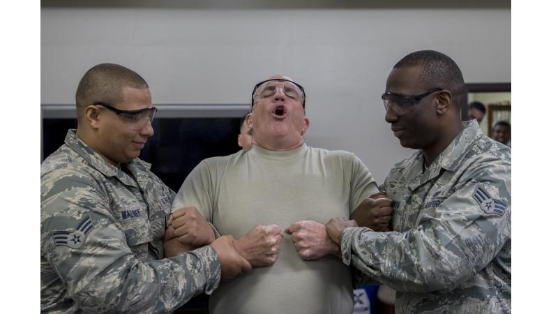 Sebeobranné prostředky, díl II. - Elektrické paralyzéry